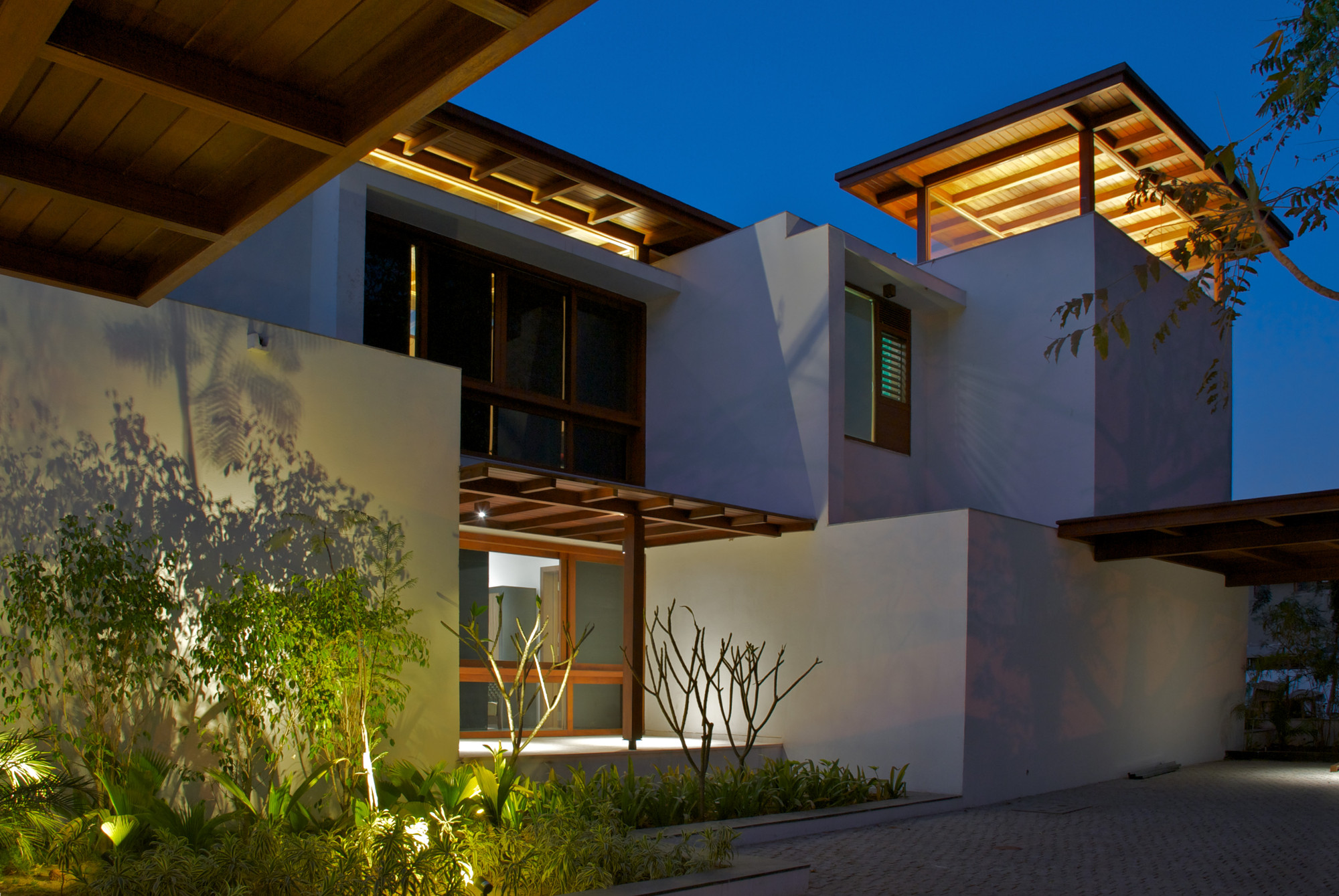 Gallery Of The Courtyard House Hiren Patel Architects 13