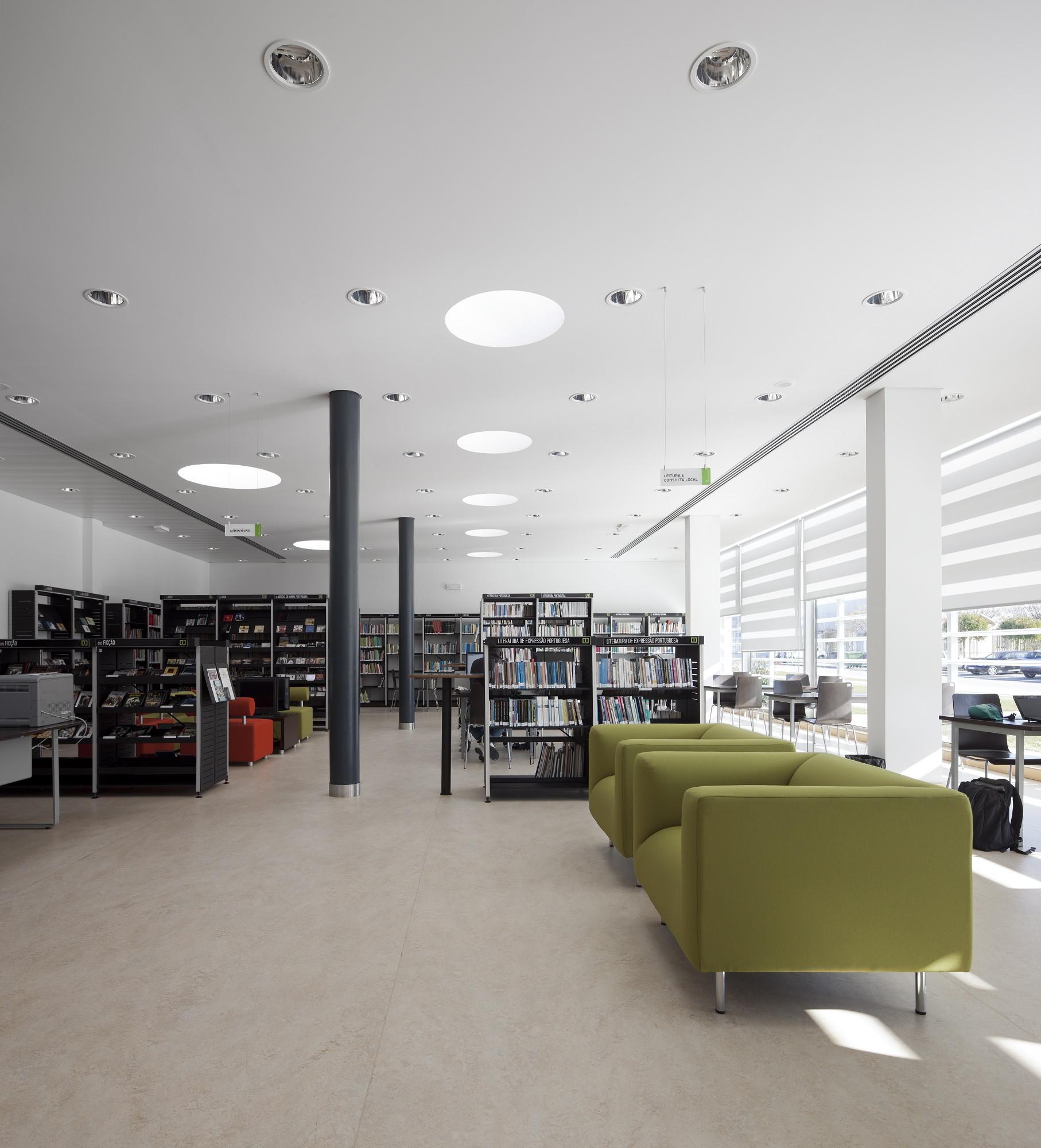 Condeixa Public Library / Sitios e Formas