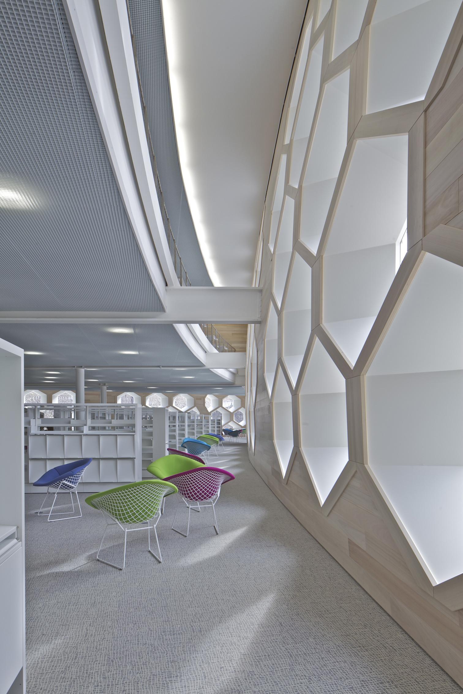 gallery of lons le saunier mediatheque du besset lyon architectes 13. Black Bedroom Furniture Sets. Home Design Ideas