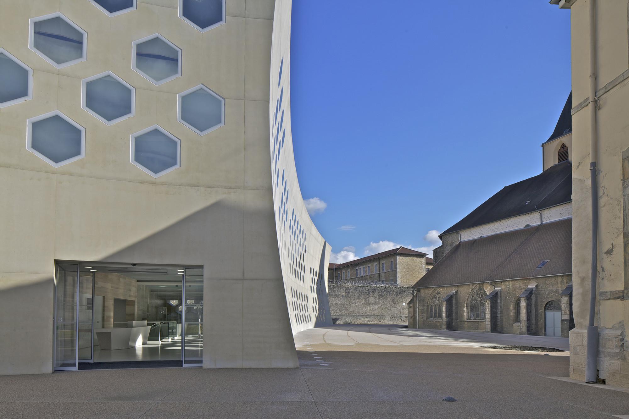gallery of lons le saunier mediatheque du besset lyon architectes 3. Black Bedroom Furniture Sets. Home Design Ideas