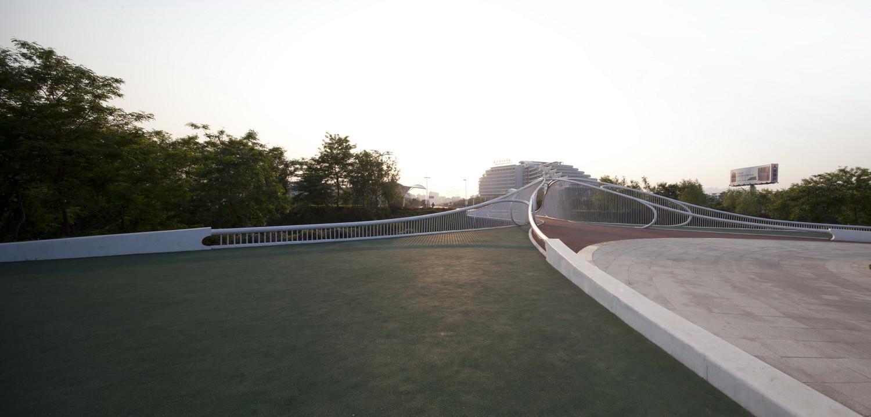 Galer a de puente peatonal hhd fun architects 11 - Pneu 3 50 8 ...