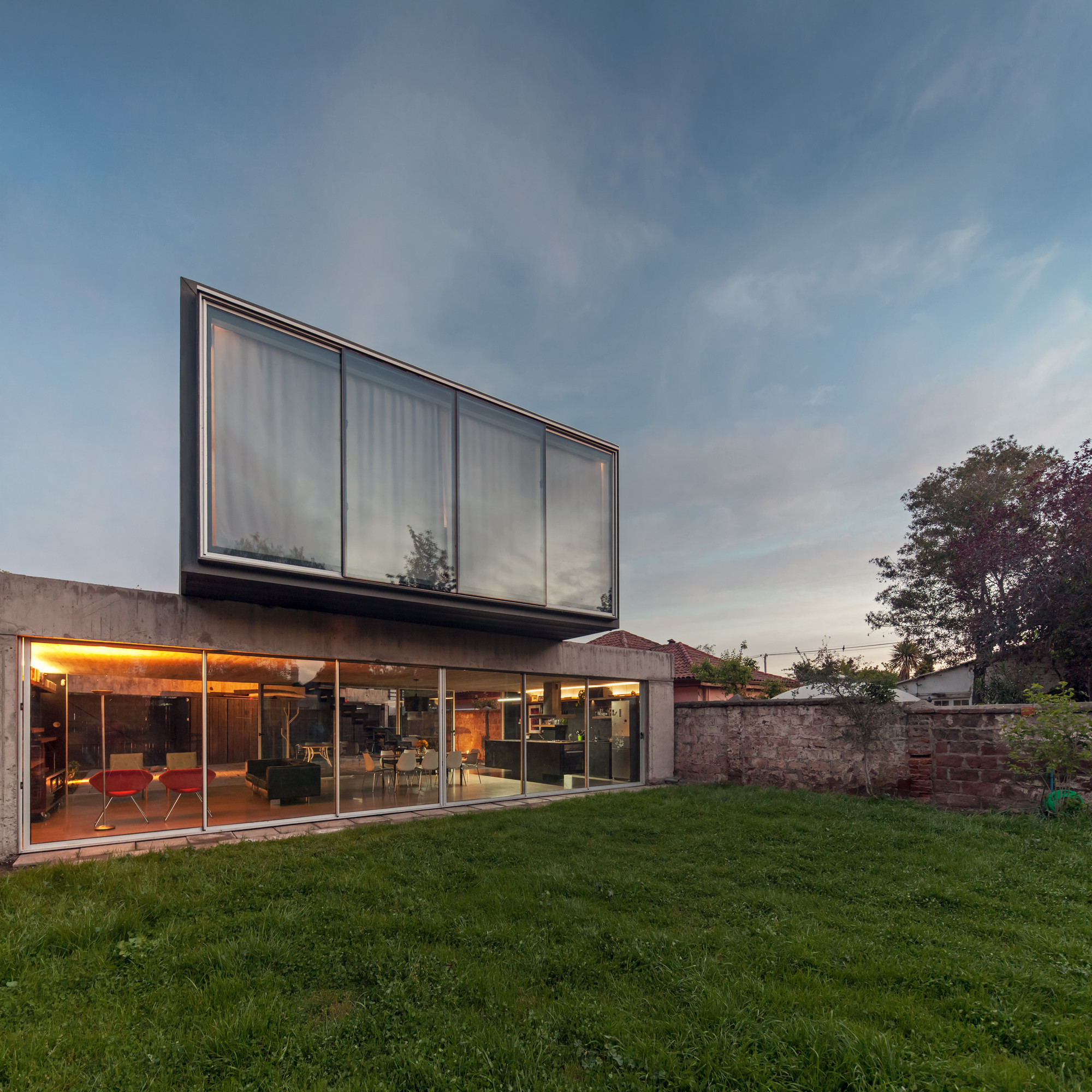 Patio House un patio house / polidura + talhouk arquitectos | archdaily