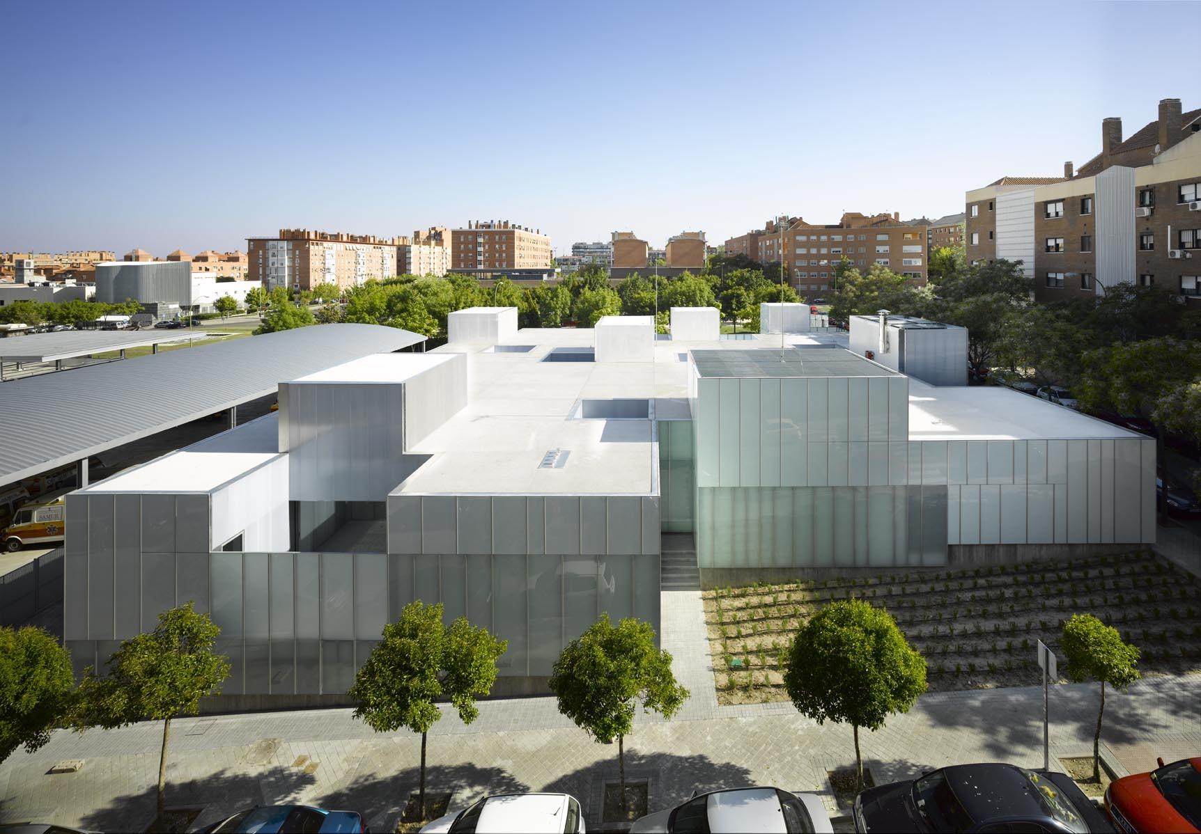3 Centros Municipales de Salud en Madrid, San Blas + Usera + Villaverde / Estudio Entresitio, © Roland Halbe