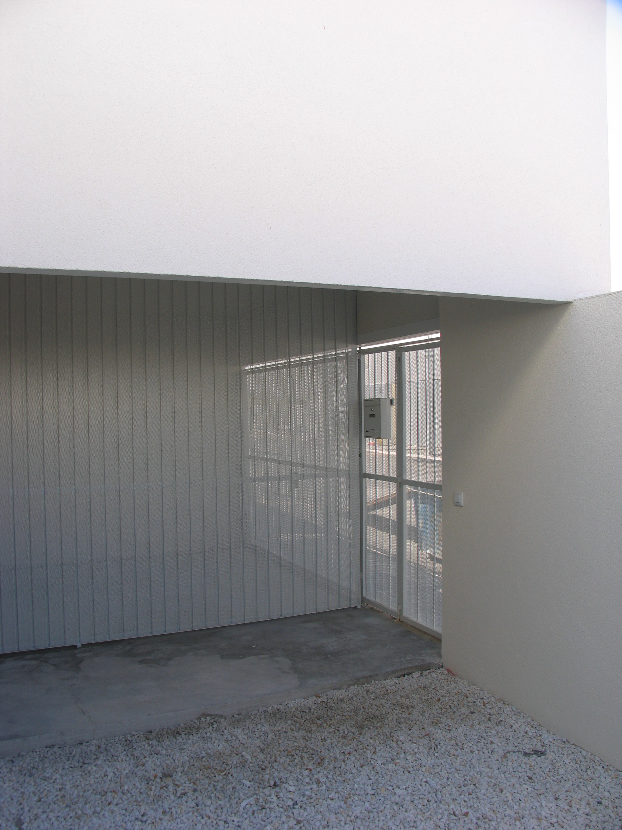 43 Public Dwelling In Almuradiel / Estudio Entresitio
