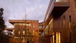 Innhouse Eco Hotel / Oval Partnership