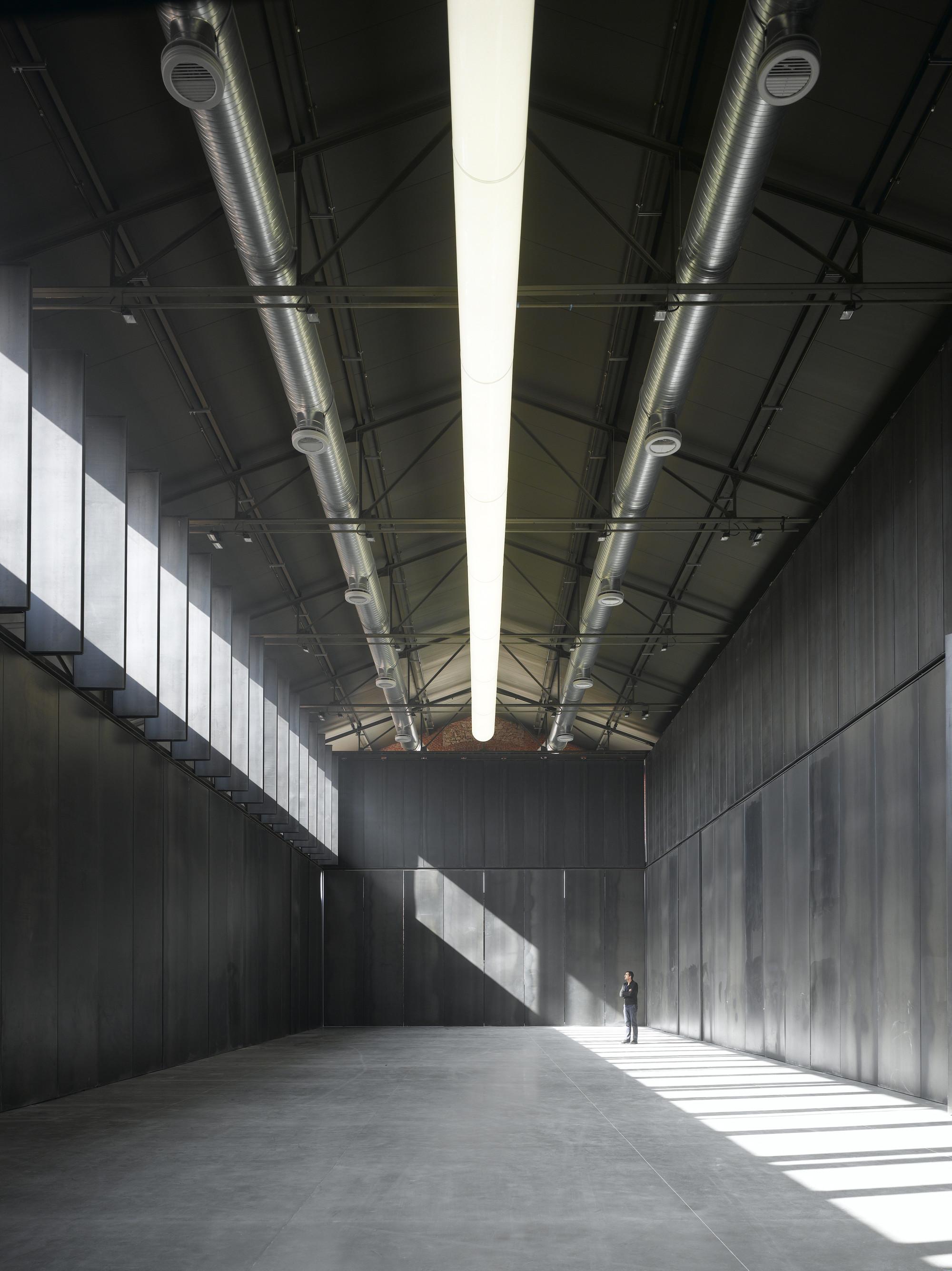 Gallery Of Hangar 16 I 241 Aqui Carnicero Architecture 2