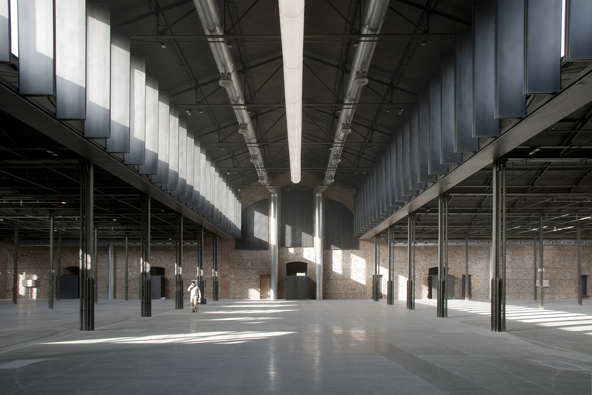 Gallery of hangar 16 i aqui carnicero architecture 13 for Gallery mall madrid