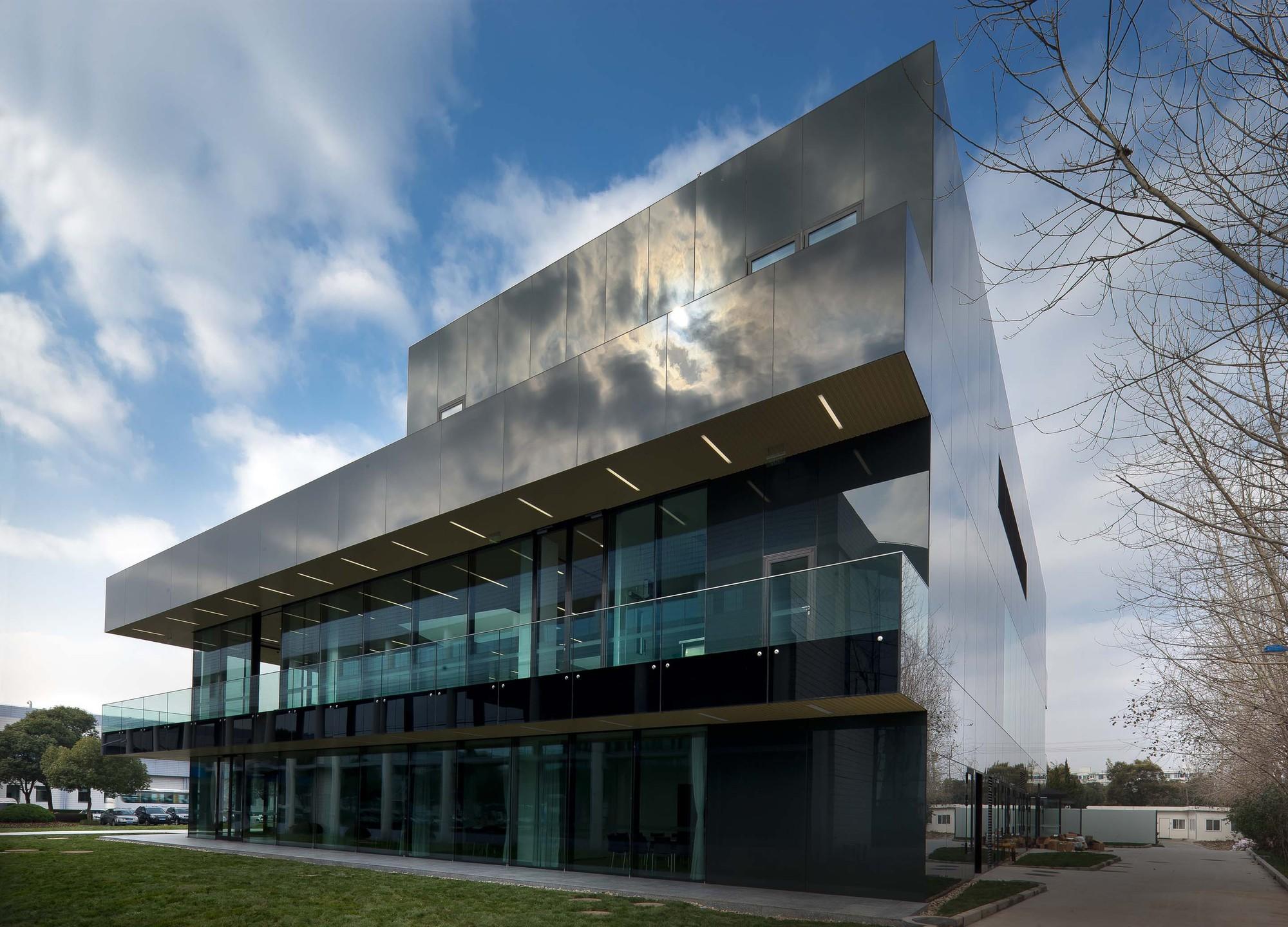 Roche Canteen / EXH Design, Courtesy of EXH Design