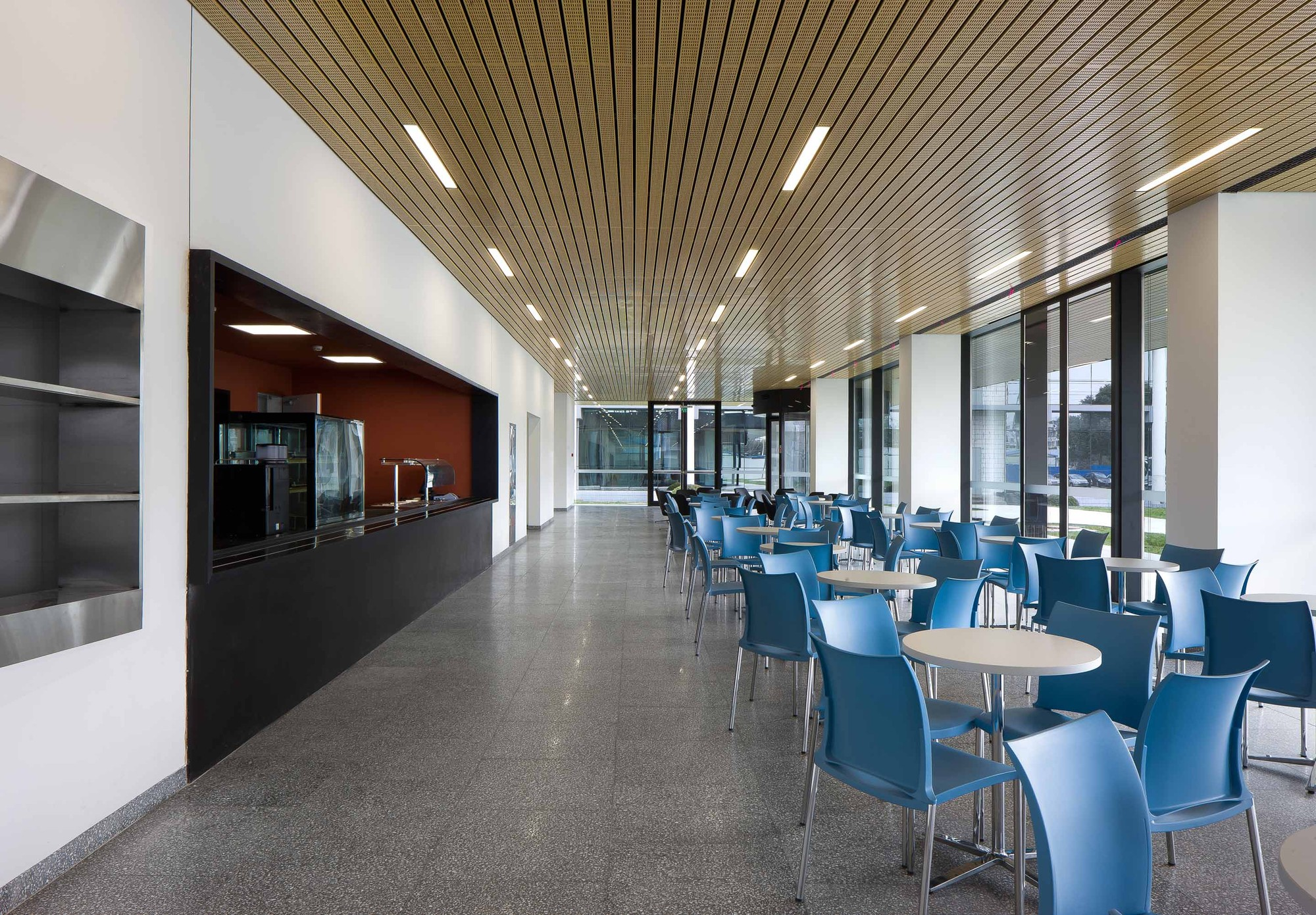 Gallery of Roche Canteen / EXH Design - 17