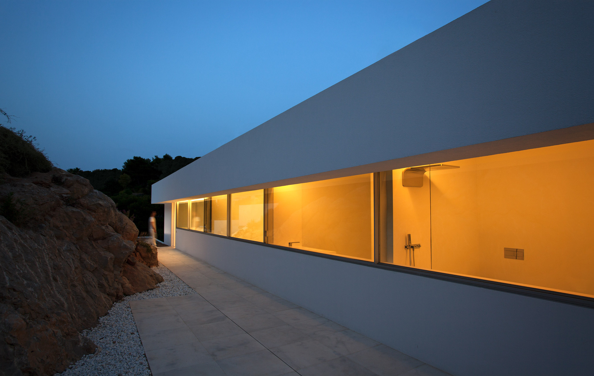 Gallery of house on the cliff fran silvestre arquitectos for Fran silvestre house on the cliff