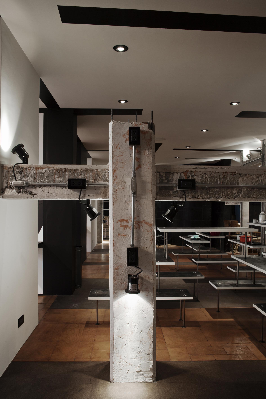Galeria de American Apparel Showroom / Emmanuel Picault +