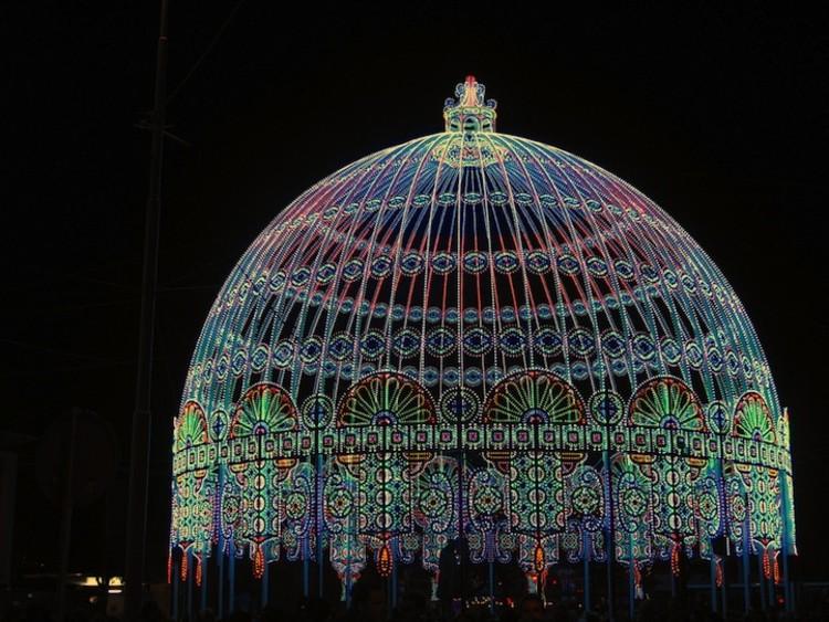 Una cúpula que brilla con 30.000 LED por Luminarie De Cagna, © Via My Modern Metropolis
