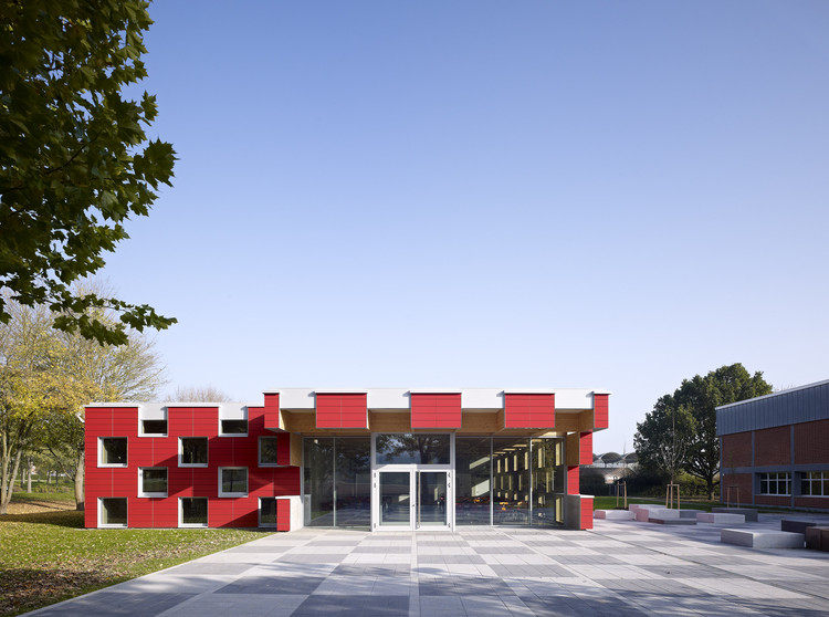 Salmtal Secondary School Canteen / SpreierTrenner Architekten, Courtesy of Guido Erbring Architekturfotografie