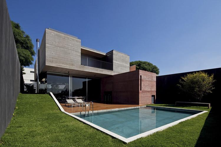 Boa ava house una arquitetos archdaily - Idea casa biancheria mestre ...