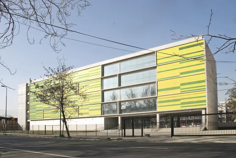 Concentración Facultad de Ciencias Químicas y Farmacéuticas Universidad de Chile / FJL + Desarrollo Integral de Proyectos, © Cristián Ciolina