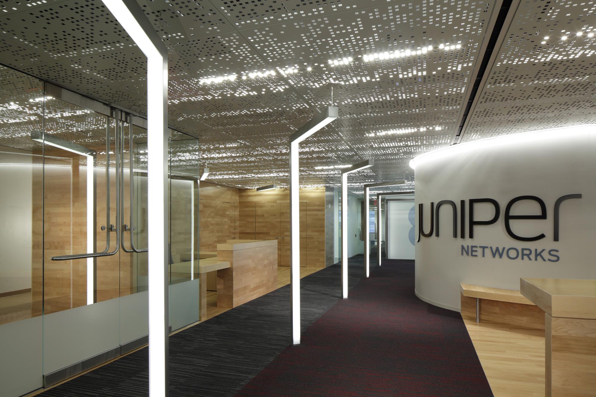 Gallery Of Juniper Networks Valerio Dewalt Train