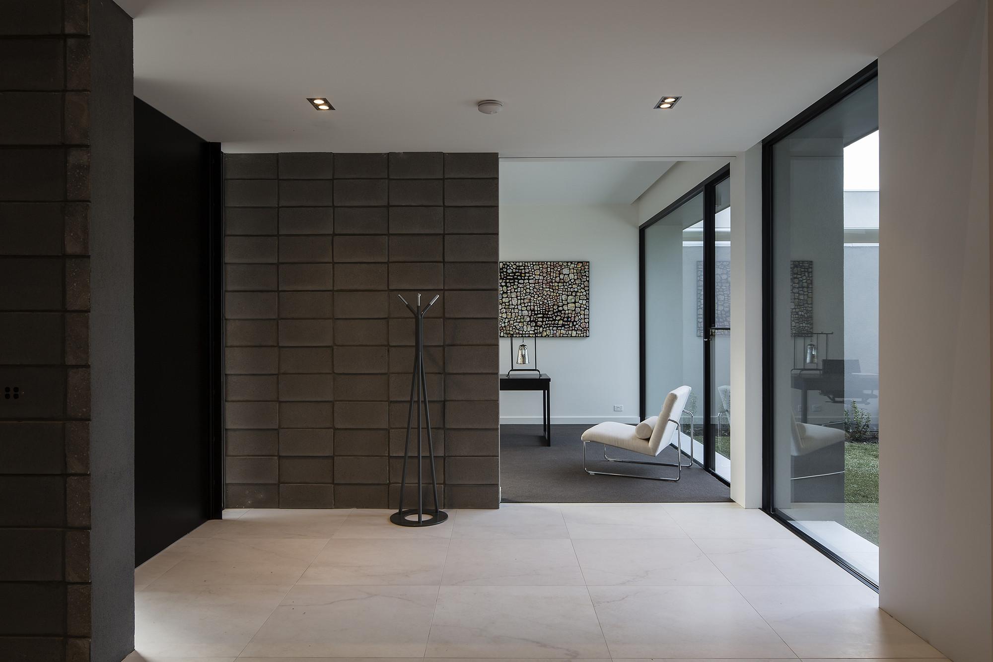 Gallery of block house taylor reynolds 1 - Interior cinder block wall ideas ...