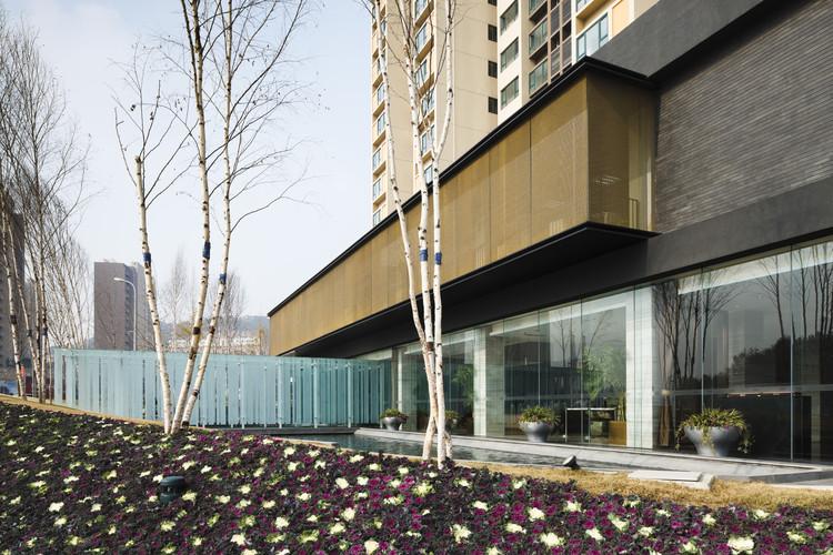 Qingtao Marketing Center / Tsushima Design Studio, © Masao Nishikawa