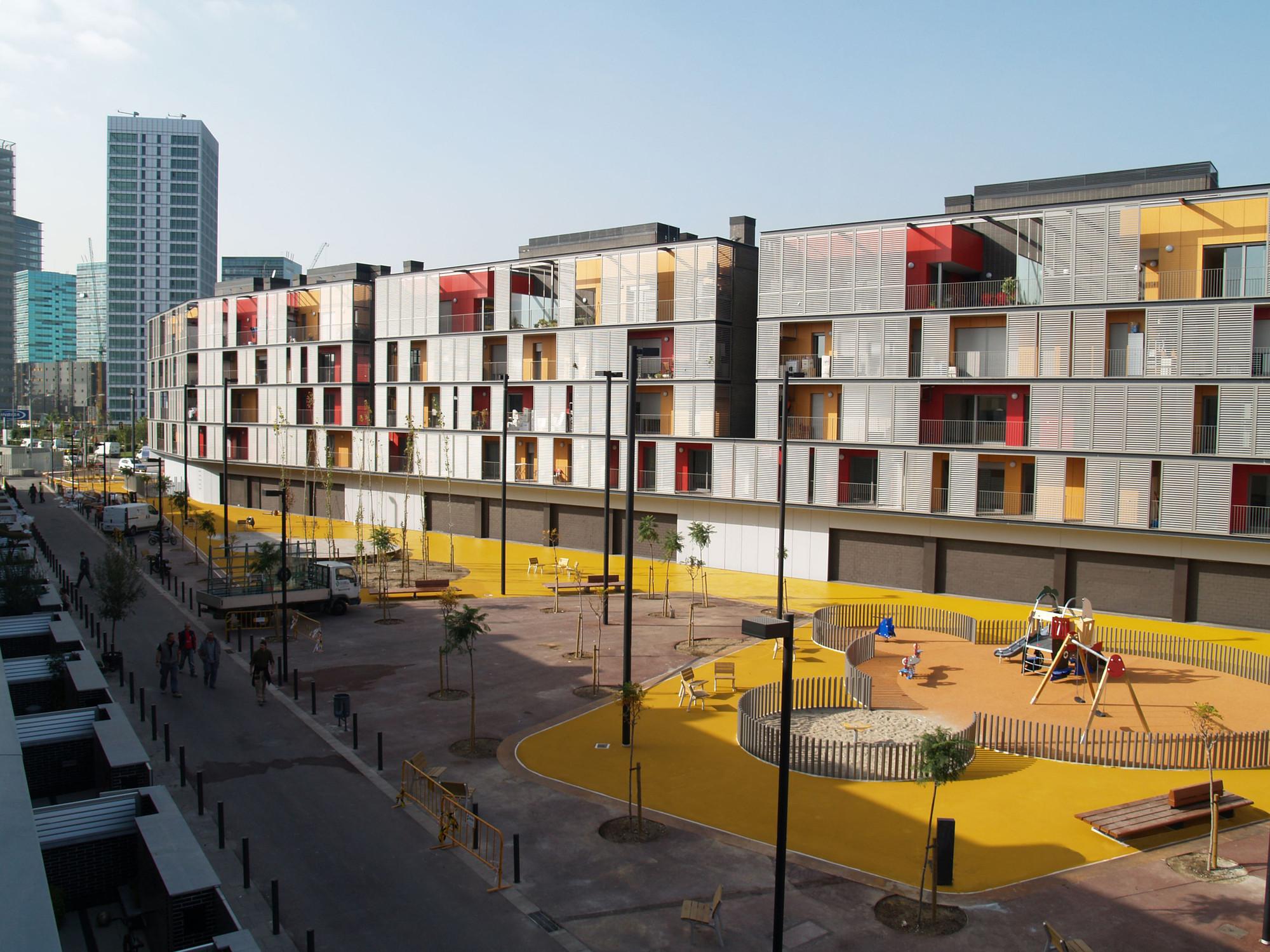Bloque de 60 viviendas locales y aparcamiento onl for Vivienda arquitectura