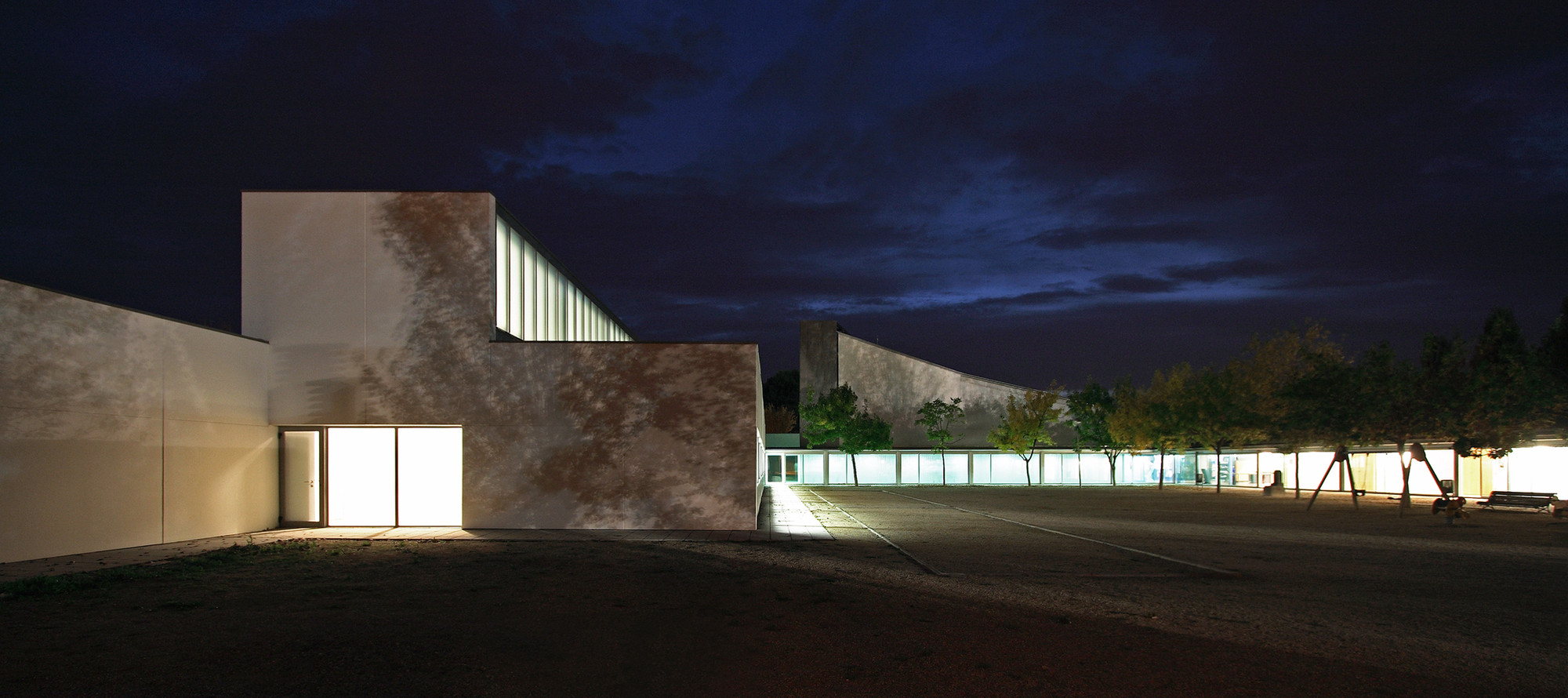 Extension And Renovation Works At The Social Center Mirasol / ONL Arquitectura