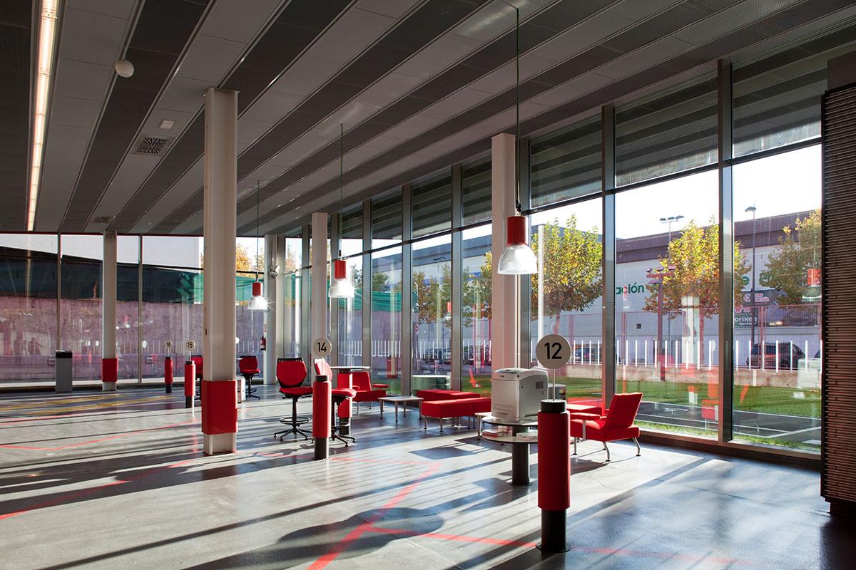 Mapfre Automovile Services Centre / Beriot, Bernardini Arquitectos