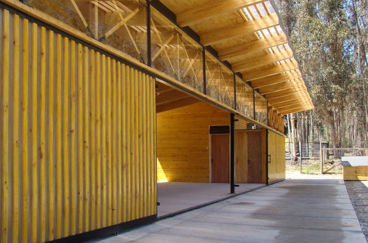 Community Center at Batuco Abajo / Luis Quezada