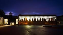 Ginásio e Esplanada da Câmara Municipal / LAN Architecture