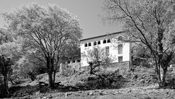 Reconstrução de uma antiga mansão rural / Josep Lluís Mateo