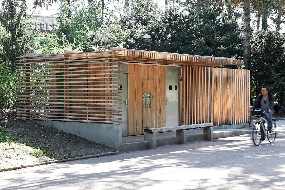 Iluminacion Baño Publico:Public Park Restrooms