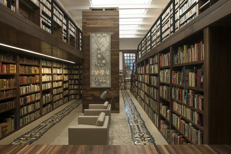 Carlos Monsiváis Personal Library / JSª Arquitectura, Cortesía de JSª Arquitectura