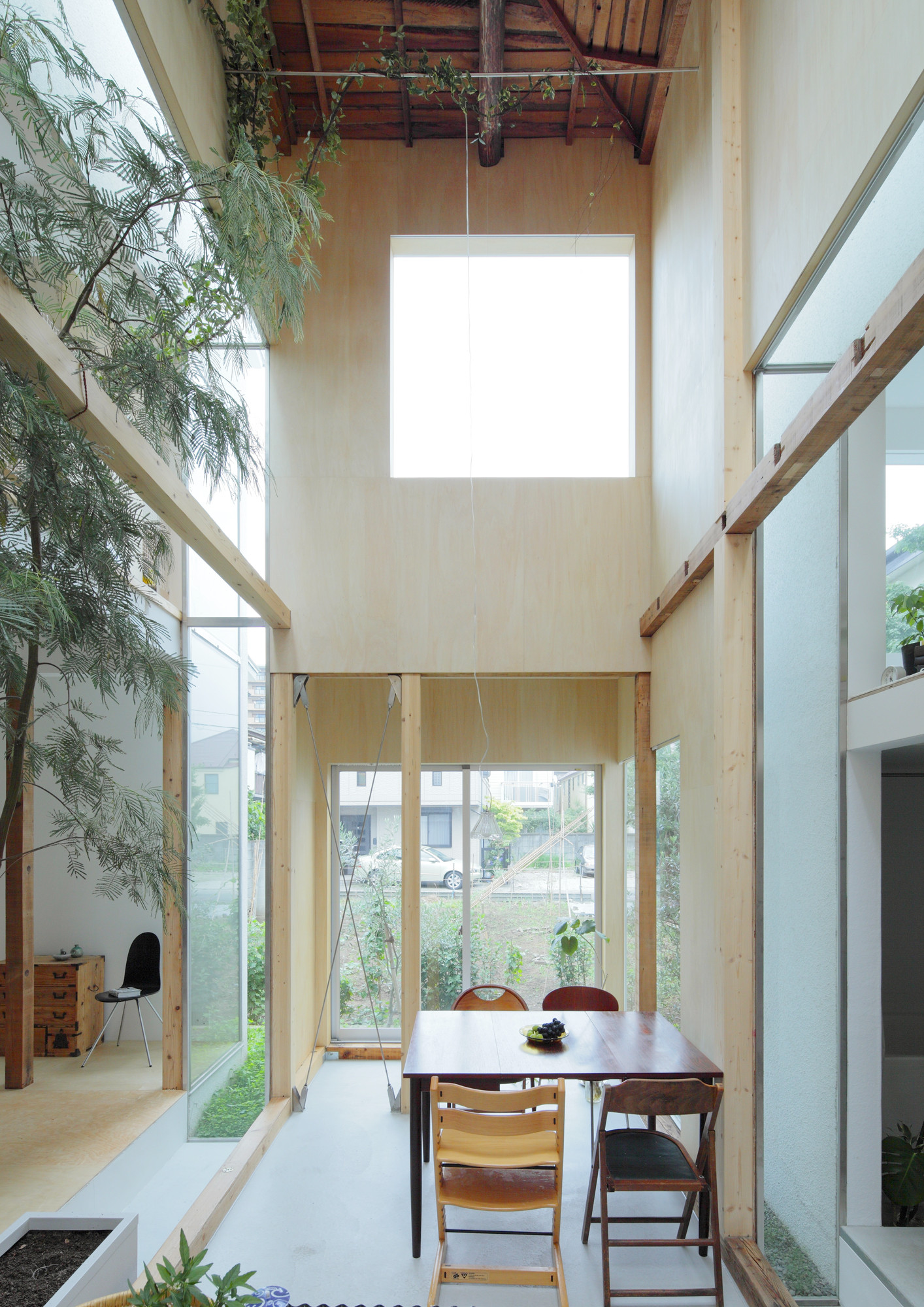 House komazawa park mico archdaily for Japanese minimalist house interior