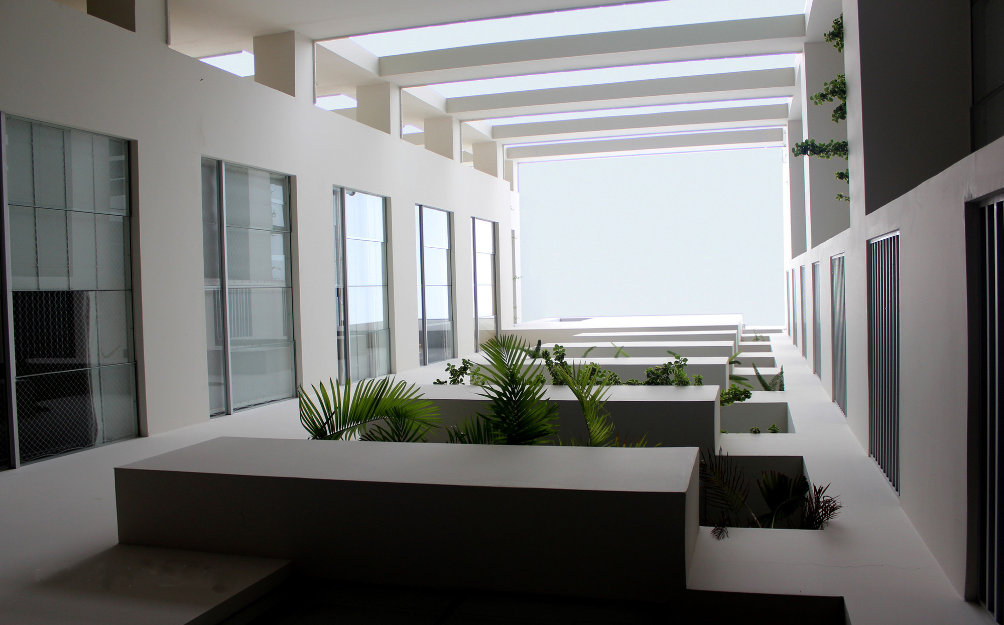 Edificio verona f v arquitectos archdaily colombia for Casas con patio interior