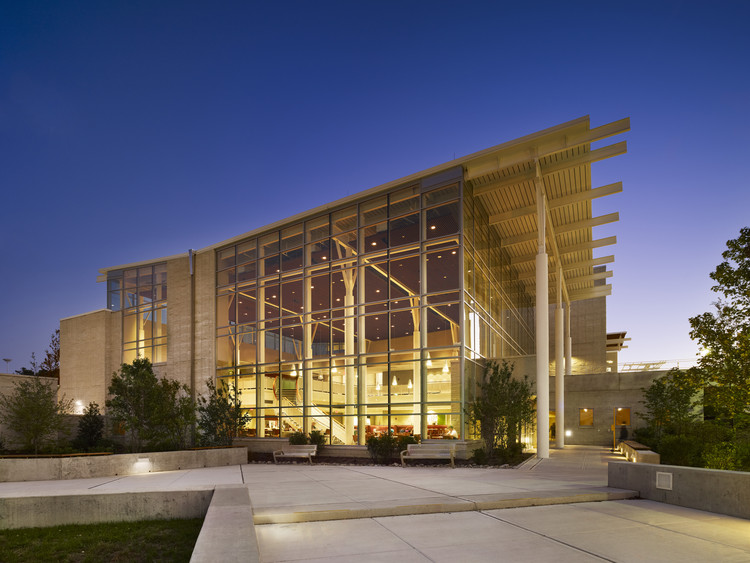 Stockton Campus Center / KSS Architects + VMDO Architects, © Halkin Mason Photography