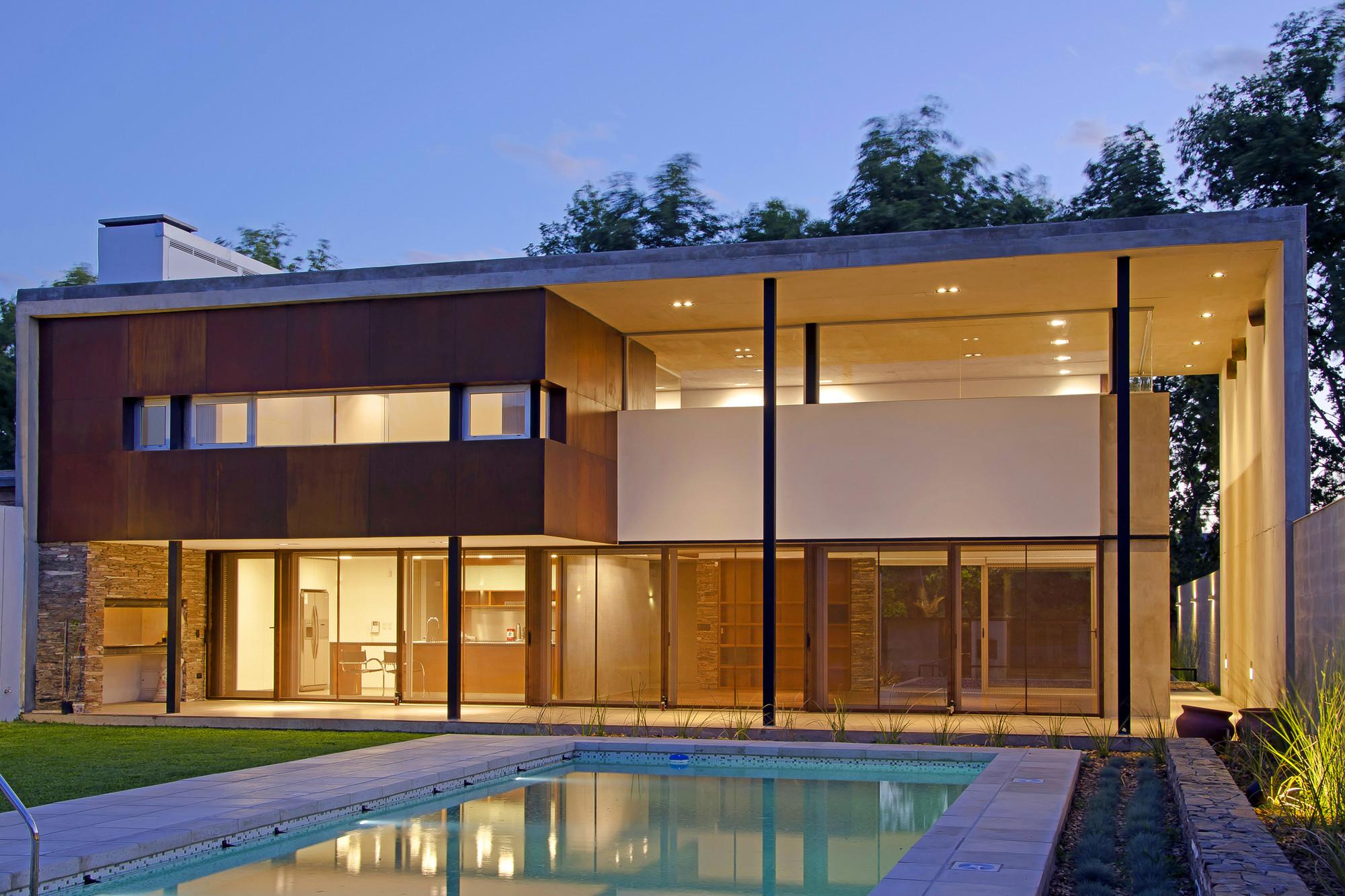 Gallery Of House In Villa Belgrano Fkb Arquitectos 8