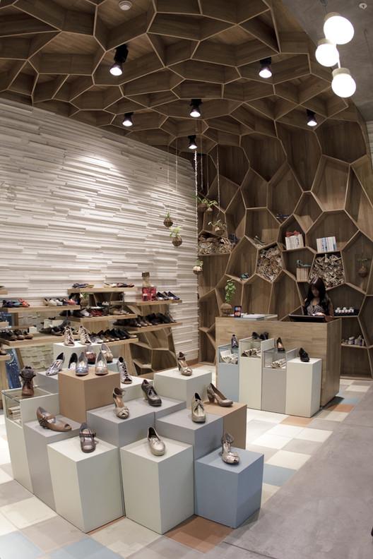 Tiendas Tamara Brazdys  / Plasma Diseño, Cortesía de Plasma Diseño