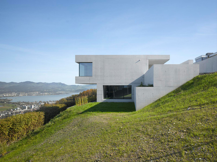 Villa k be baumschlager eberle archdaily for Modernes haus am hang