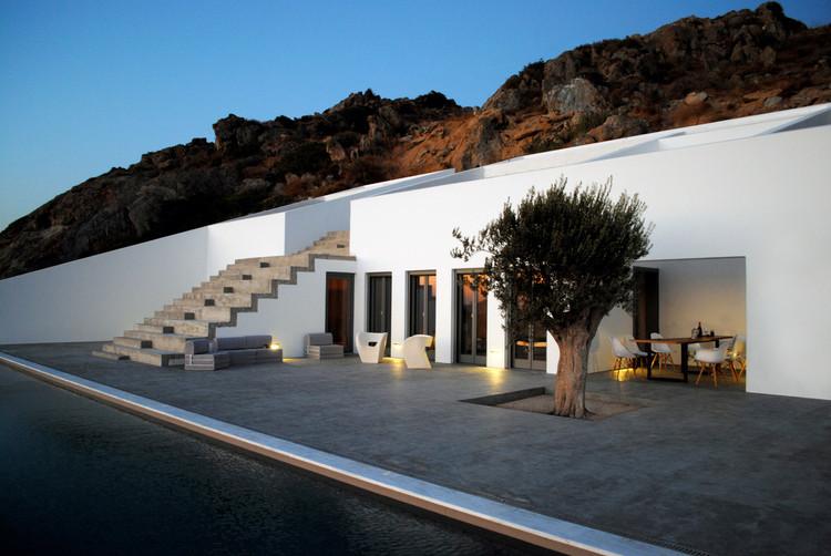 Summer House in Naxos / Ioannis Baltogiannis, Phoebe Giannisi, Zissis Kotionis, Katerina Kritou and Nikolaos Platsas, Courtesy of Katerina Kritou & Nikolaos Platsas
