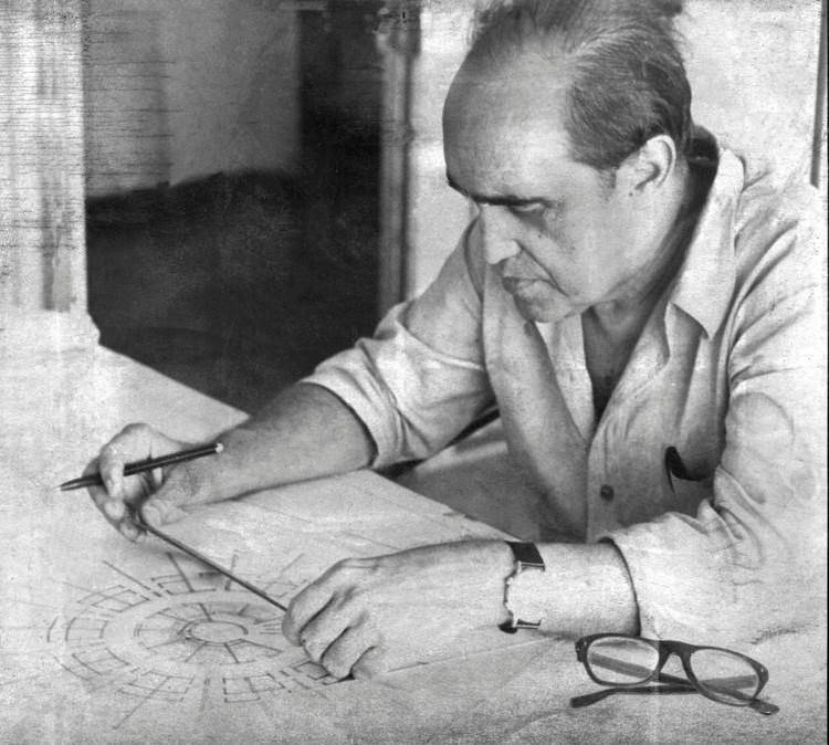 Feliz dia do Arquiteto Urbanista!, Oscar Niemeyer trabalhando em São Paulo - 06/04/69