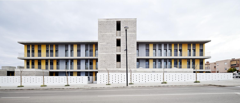Social Housing Apartments / VORA Arquitectura, © Adrià Goula