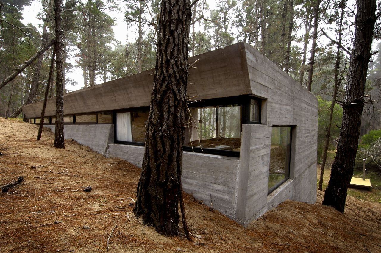 Gallery of concrete house bak architects 8 for Cinder block cabin