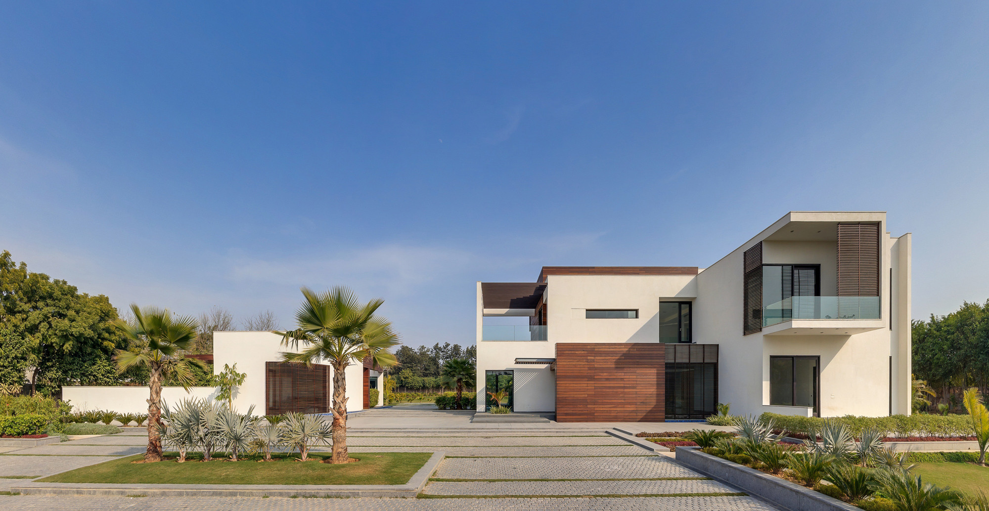 F3 farmhouse dada partners archdaily for Modern house designs and floor plans in india