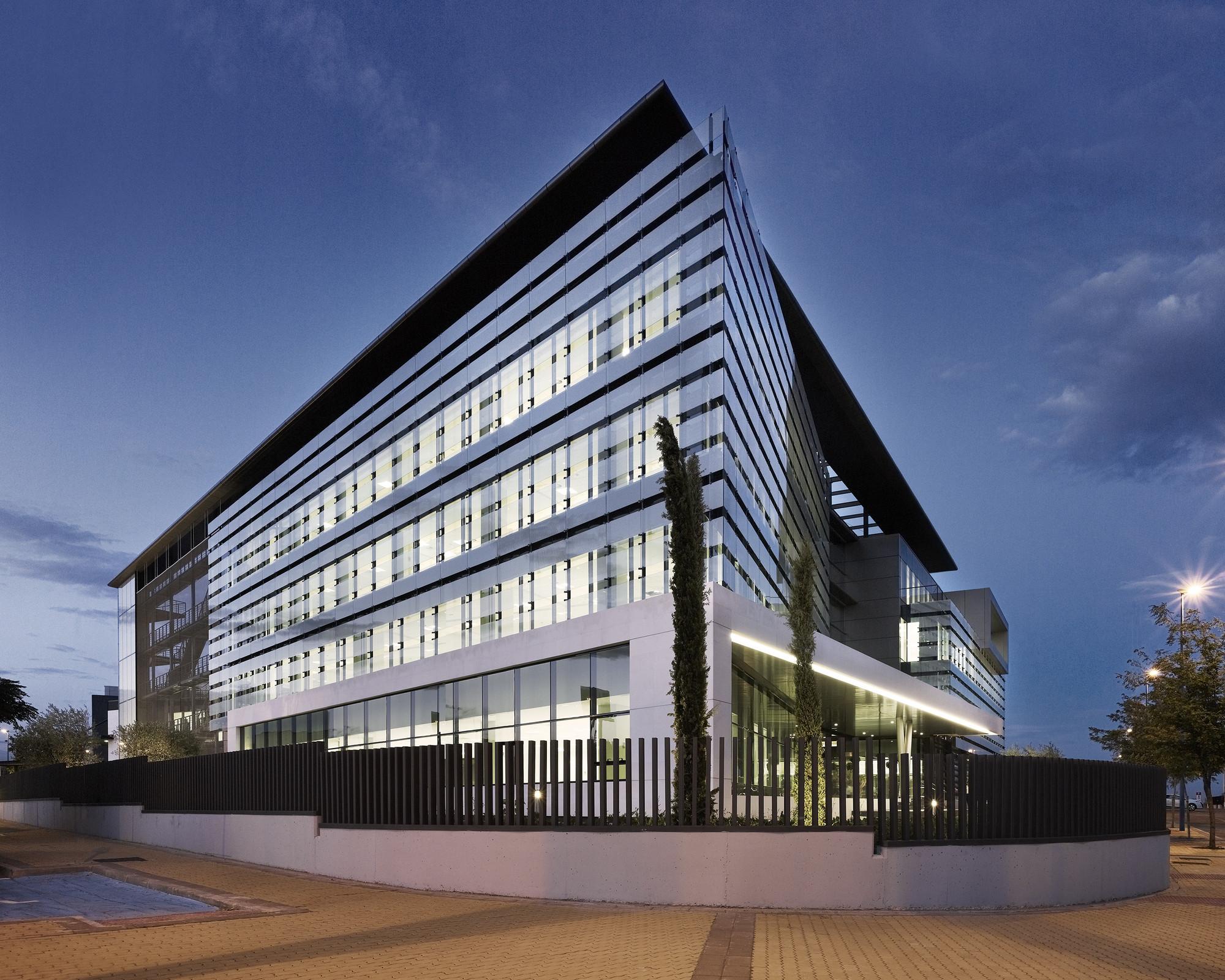 Edificio bit cora touza arquitectos plataforma for Tipos de escaleras arquitectura