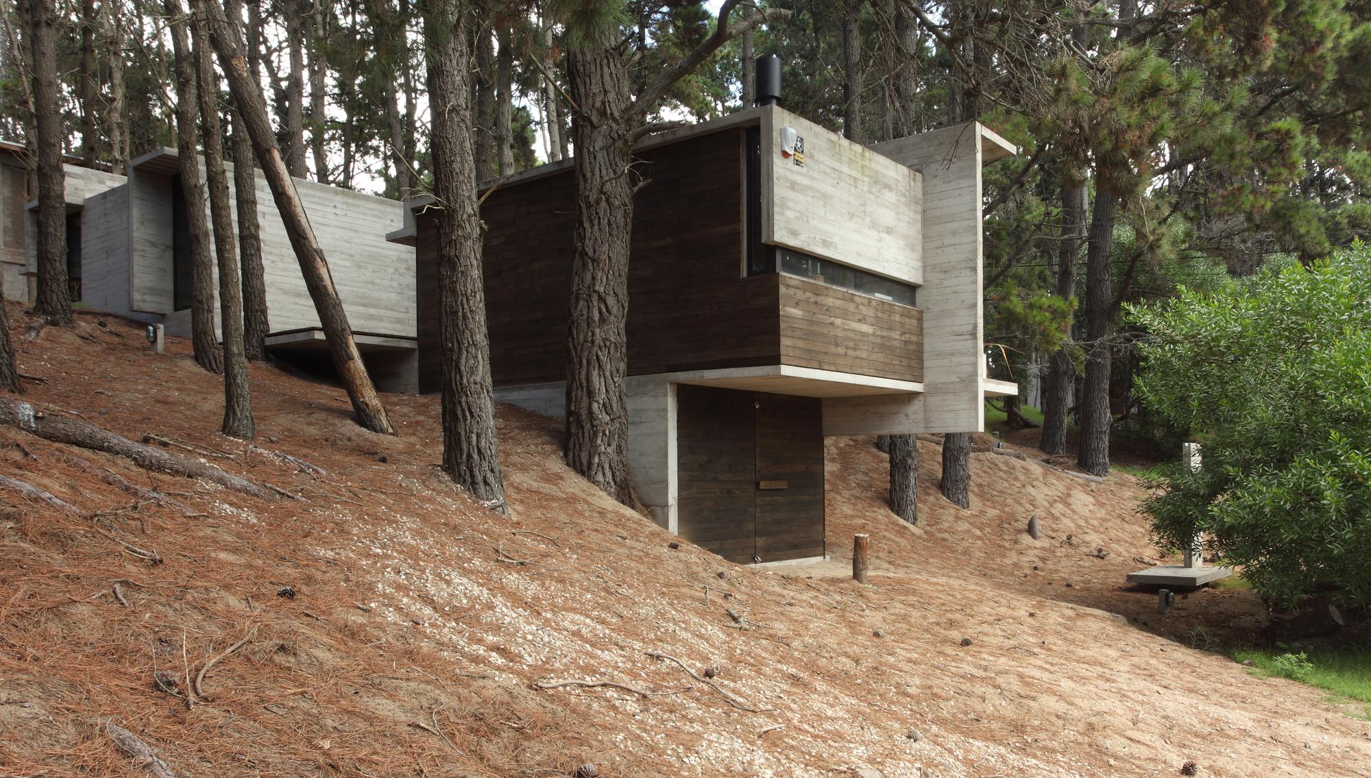 Gallery of bb house bak architects 13 - Casas de madera y hormigon ...