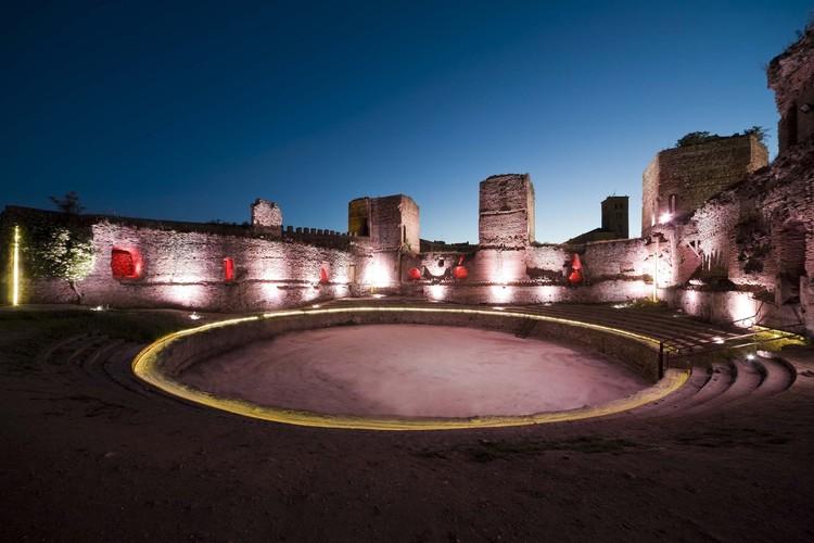 Iluminação do Castelo Buitrago del Lozoya / MUKA Arquitectura / MUKA Arquitectura, © Ricardo Santonja