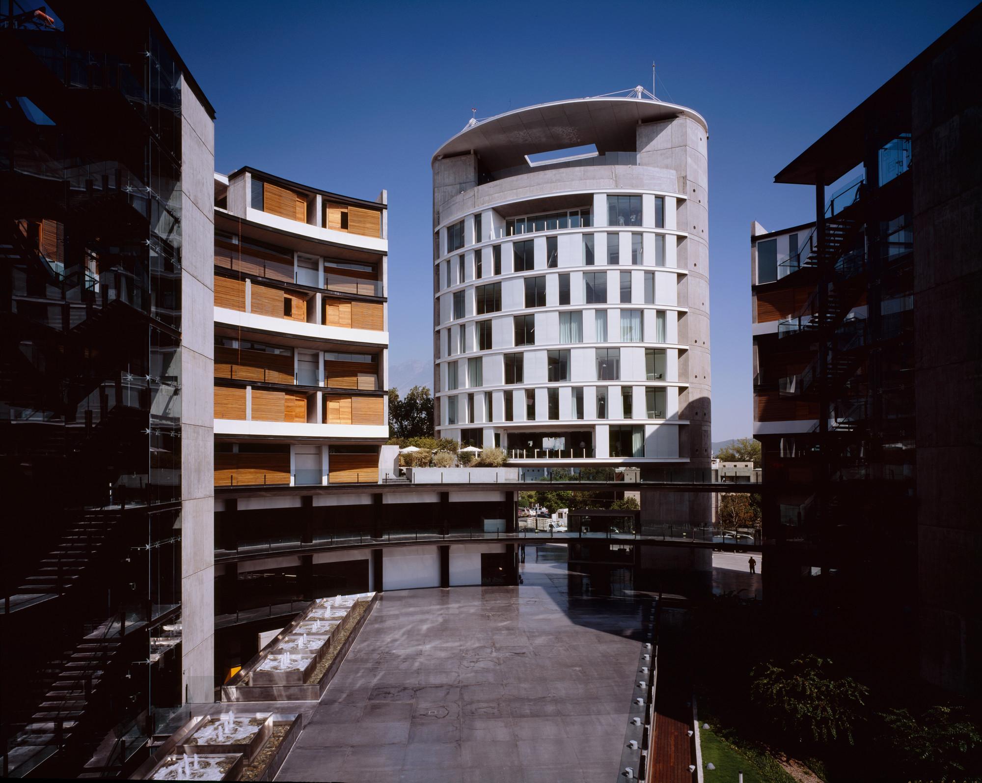 O dos vasconcelos hotel habita monterrey landa for Arquitectura de hoteles