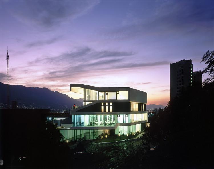 Edificio Smooth / Jorge Hernandez de la Garza, © Paul Czitrom
