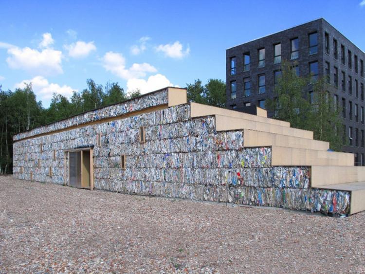 Edifício temporário de escritórios é construído de fardos de papel reciclado em Essen, Alemanha, © Dratz&Dratz Architekten