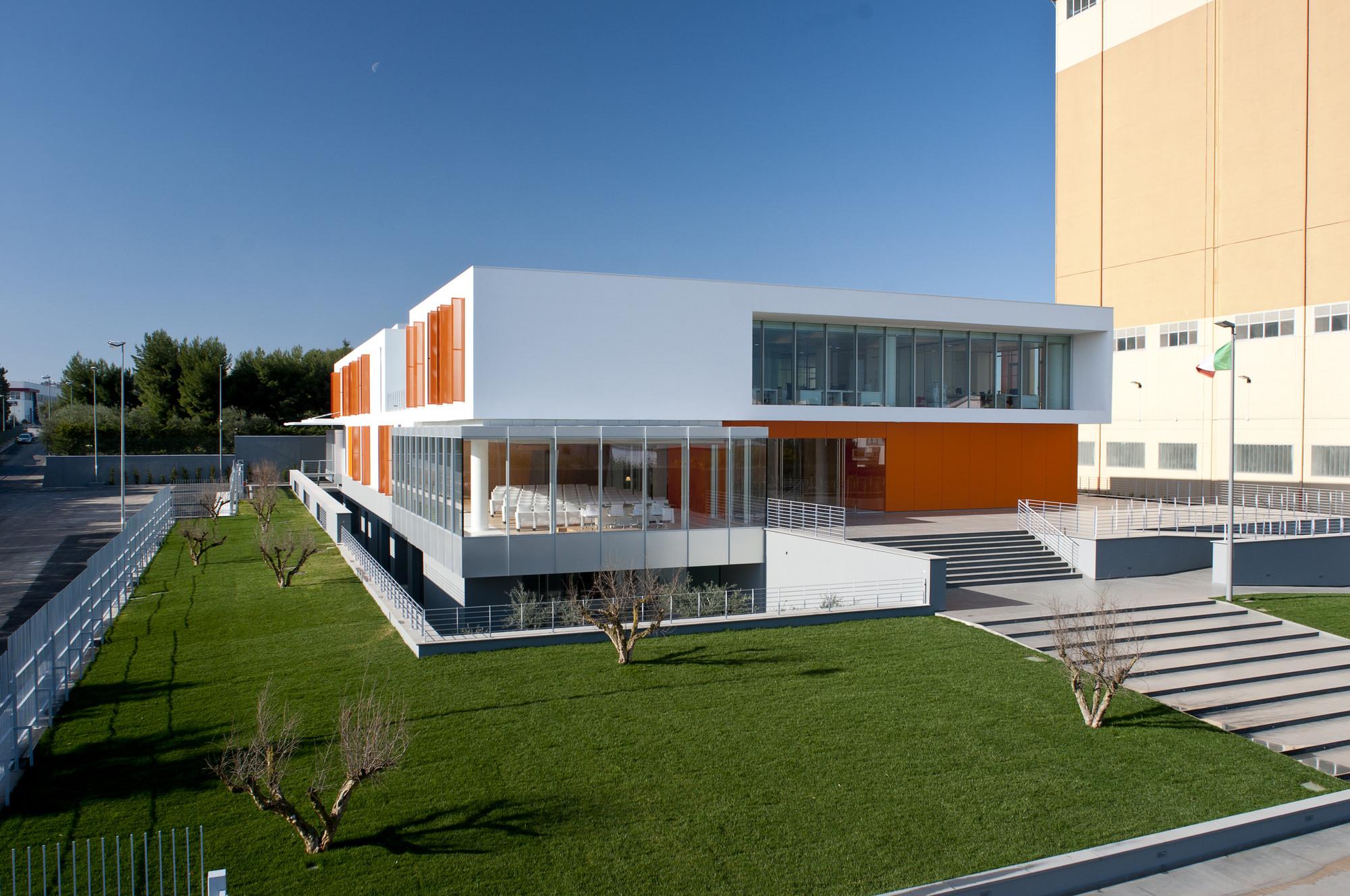 Casillo Headquarters in Corato / Alvisi Kirimoto + Partners, © Anna Galante