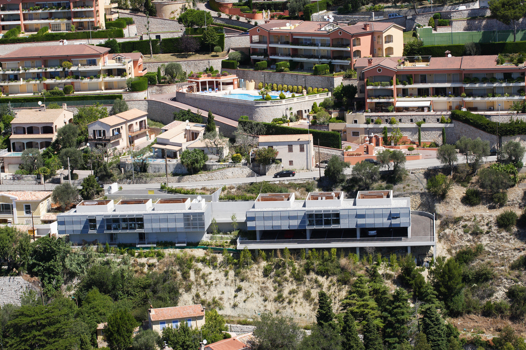 Strip Of Six Appartments In Eze / CAB Architects