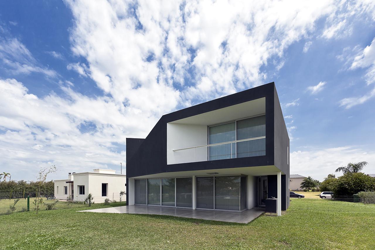 Miraflores House / Cekada-Romanos Arquitectos, © Walter Salcedo